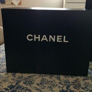 Chanel box medium